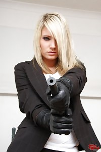 Light-haired Amateur Emma Having Her Gun Like A Professional